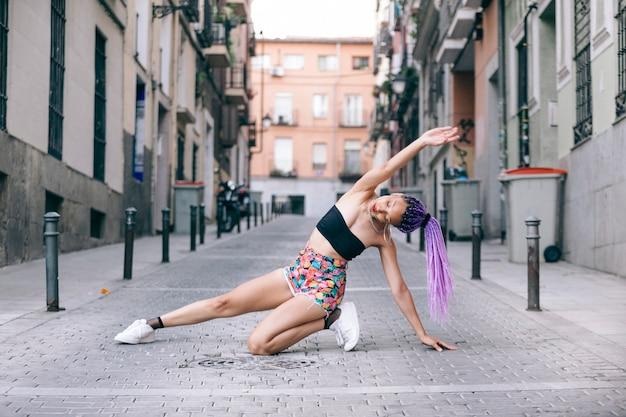 Street dance art on the slums