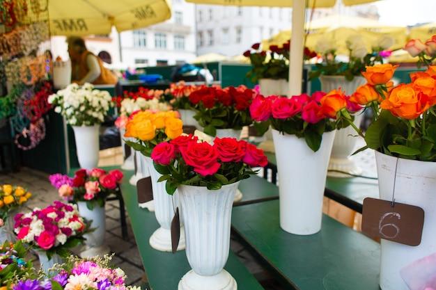 Уличный цветочный магазин