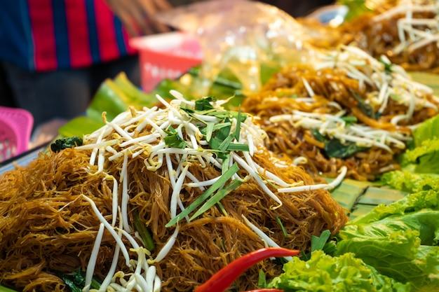 아시아의 길거리 음식 시장. 국수 마구간