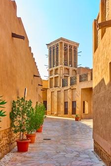 아랍에미리트(uae) 올드 두바이의 알 파히디 역사 지구 거리