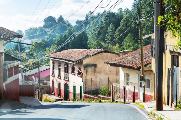 メキシコの山の村の通り