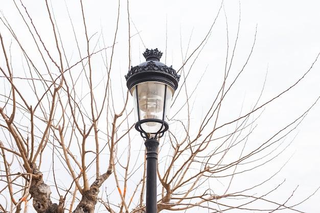 屋外の街灯。昔ながらの街路灯