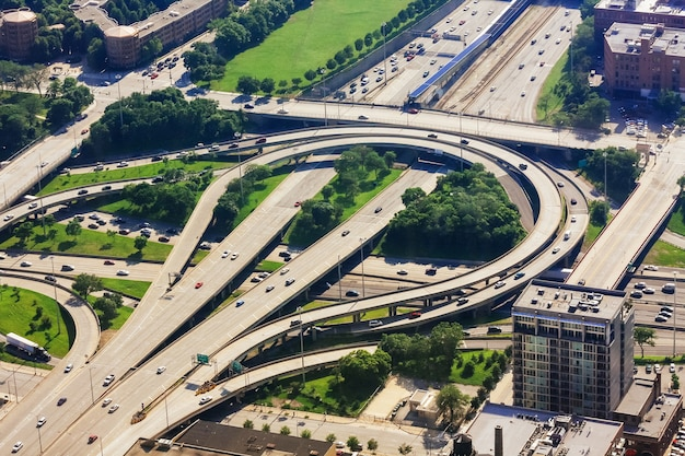 미국 일리노이주 다운타운으로 이어지는 시카고 시의 공중 전망