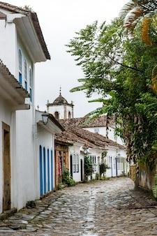 ブラジル植民地時代の都市パラチの通り。
