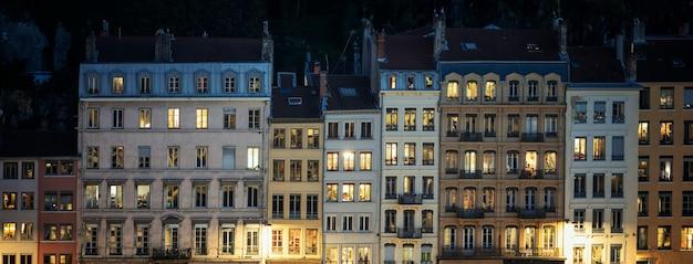 밤, 프랑스 리옹의 거리입니다.