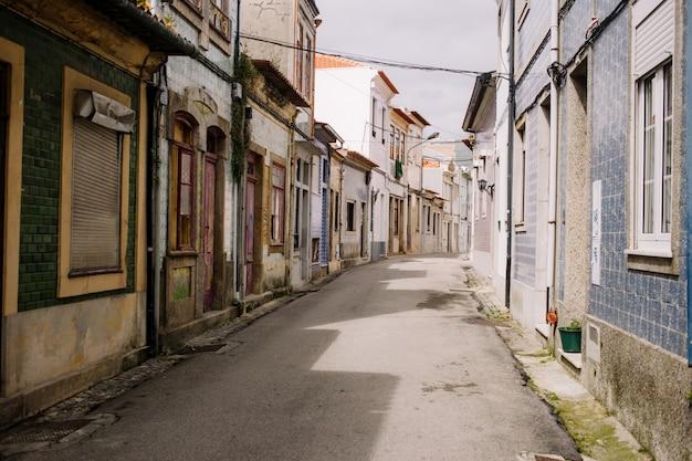 Улица старого города в авейру