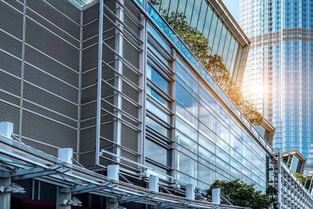香港のストリートビューと高層ビルのガラス
