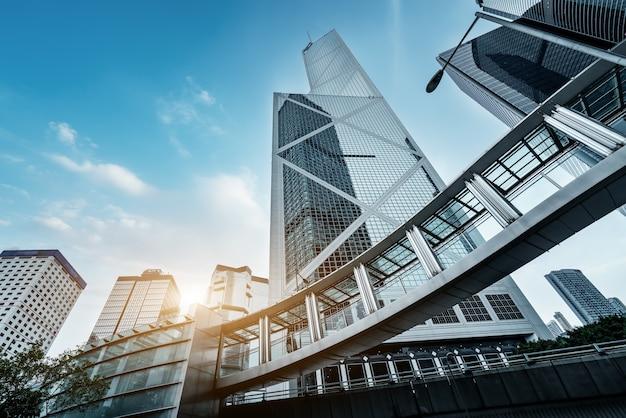 Просмотр улиц гонконга и стекло небоскребов