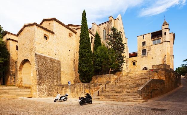 中世ジローナの通りの景色