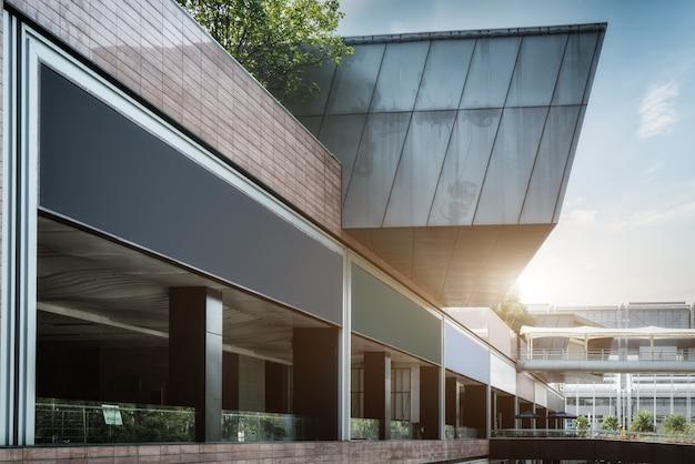 현대 오피스 빌딩의 스트리트 뷰