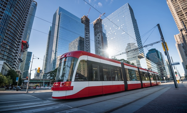 Трамвай в торонто, онтарио, канада