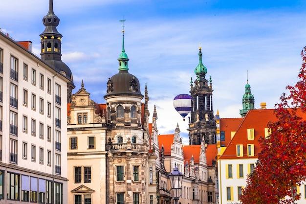 美しいバロック様式のドレスデン、ドイツの通り