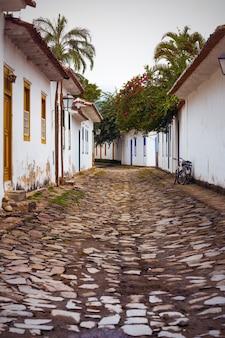 유명한 역사적 마을 paraty, 브라질의 거리