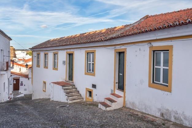 メルトーラの古い観光の町の通り。ポルトガルアレンテージョ