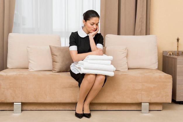 Стресс или грустная горничная в гостиничном номере