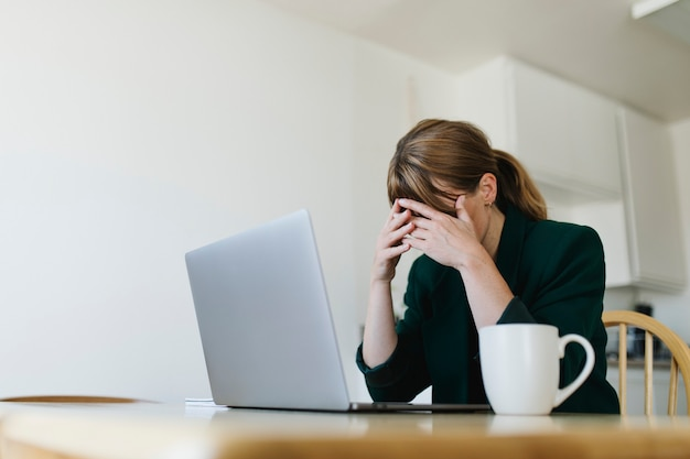 Подчеркнула женщина, работающая дома во время пандемии коронавируса