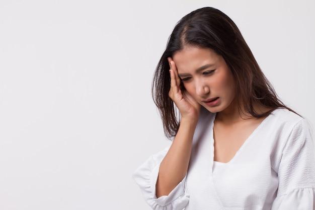 頭痛、めまい、めまい、片頭痛、二日酔いでストレスの多い女性
