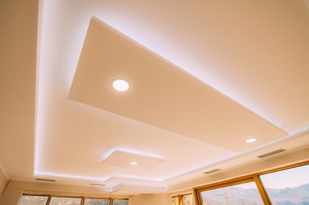 Натяжной потолок пленочный дизайн квартиры с ремонтом апа