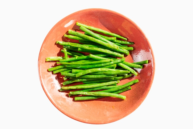 String beans on a pink plate. diet vegetarian food. Premium Photo