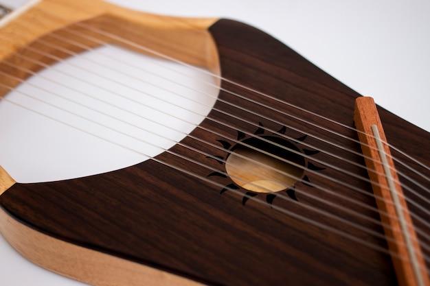 Струнный лира музыкальный инструмент
