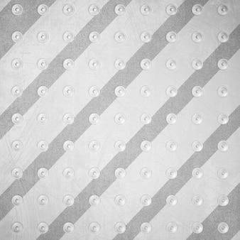 리벳이있는 스트라이프 메탈