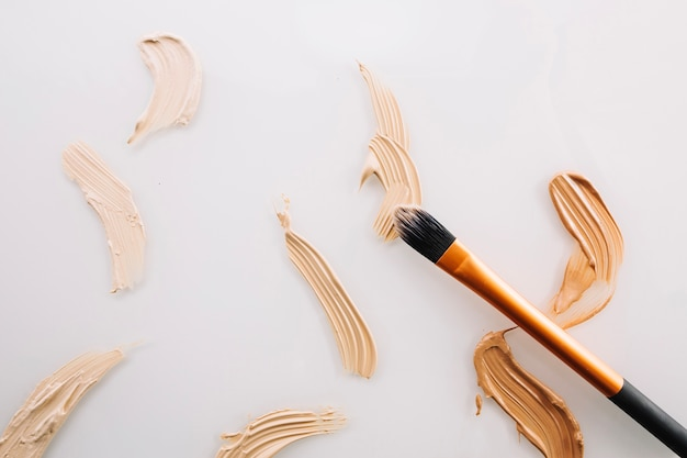 Strokes of concealers and brush