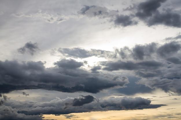 하늘 자연 배경에서 스트롬 검은 구름