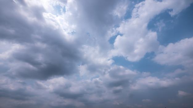 ストロムと雨の雲空