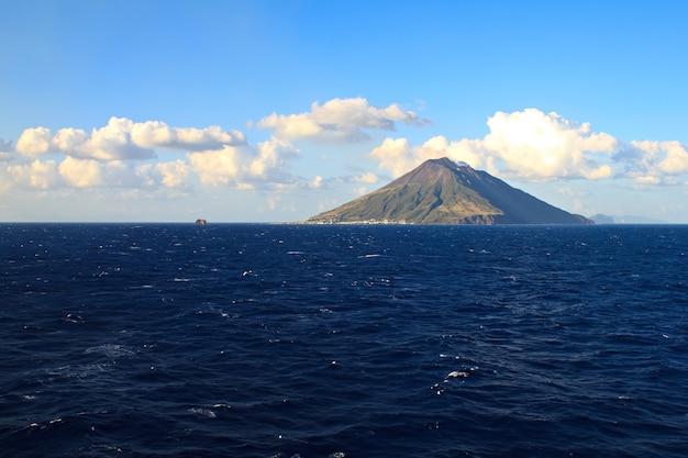 ヨーロッパで最も活発な火山、stromboli