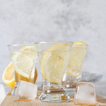 テキーラの強いアルコール飲料のショット
