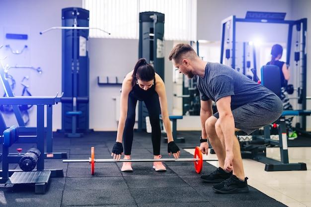 Сильная концепция тела и фитнеса.