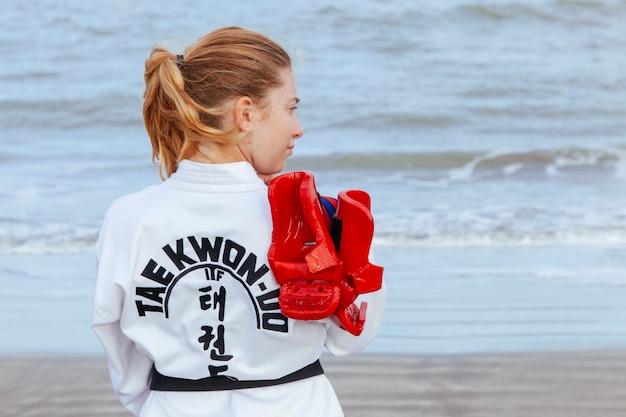 Сильная девушка с сильным будущим в боевых искусствах