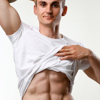 Strong male press thanks to diet and constant training