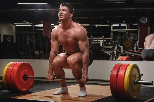 Strong man doing deadlift