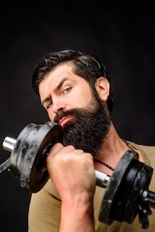 강한 남자는 아령 스포츠맨 만들기와 아령 잘 생긴 운동 선수 훈련을 보유