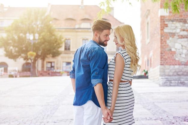 Forte rapporto tra giovane coppia