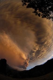 Сильный ураган над горами в вечернее время