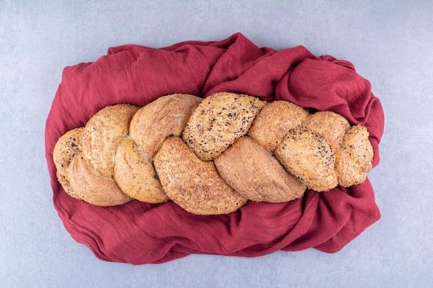 大理石の表面の布にstruciaパン