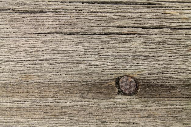 釘が入った古い板の構造