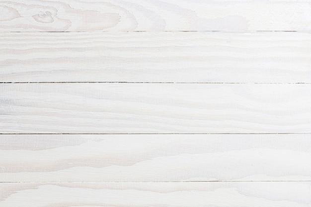 背景として白い色のボードからの腰板の構造。