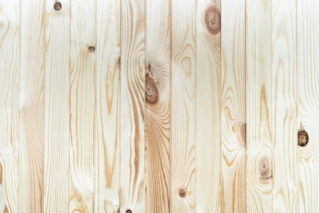 垂直板で木の板の薄茶色の背景を構築します。フラットレイのクローズアップビュー。