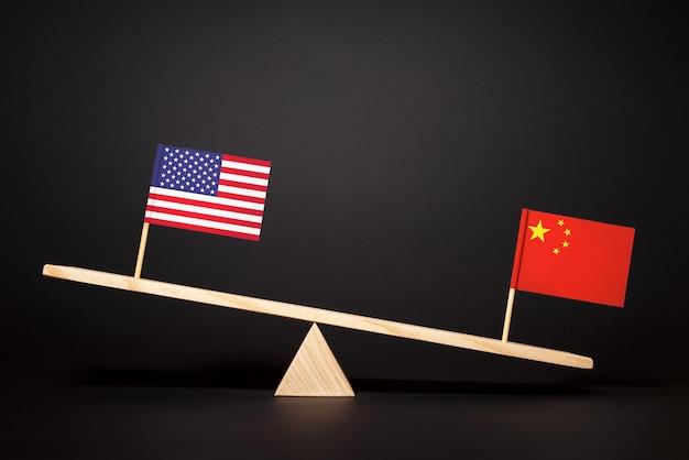 중국과 미국 사이의 세계에서 리더십과 경제적 영향력을 위한 투쟁