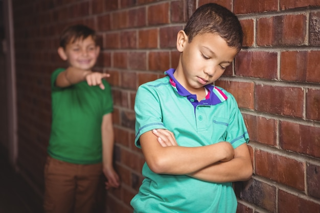 学生が仲間の学生に告発される