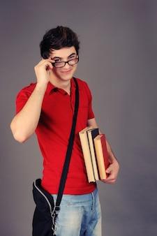 学生の男の子。