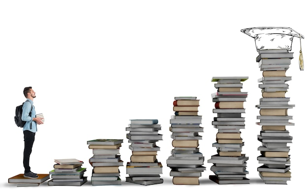 勉強の本のはしごを登る学生