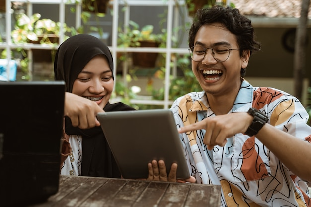 Student groups like to see results on tablet screen