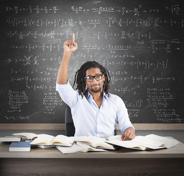 学生は数学の問題に対する解決策を持っています