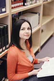 도서관에서 학생