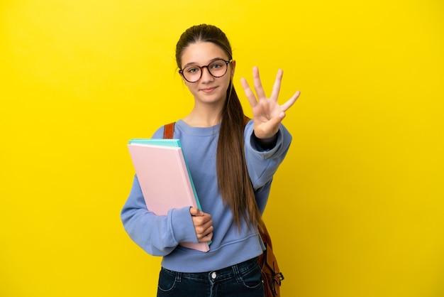 고립 된 노란색 배경 위에 행복 하 고 손가락으로 4 세 학생 아이 여자