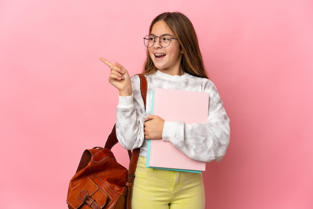 Студент маленькая девочка на изолированном розовом фоне